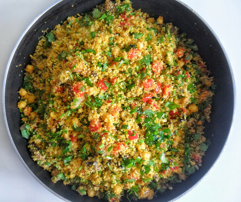 Despite the simple ingredients this Bulgur Pilaf is very flavorful and colorful dish. Caramelized onions, chickpeas, mushrooms and other veggies play together to give you the perfect balance between color and flavor. Click here to grab the recipe!